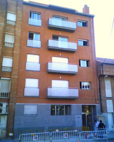 Edifici de habitatges al Carrer de Sant Miquel, nº 43-45 (Sant Vicenç dels Horts)