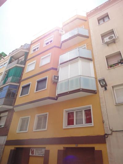 Façanes al C/. Castelao, nº 83 (Hospitalet de Llobregat)