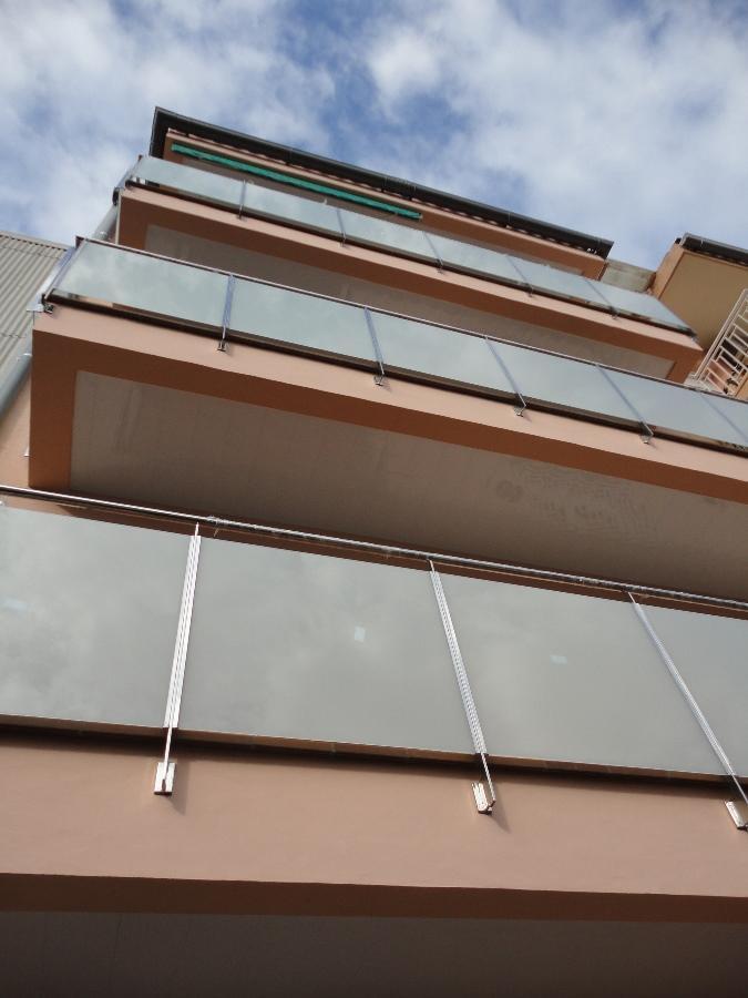 Façana amb reforç estructural al C/. Montflorit, nº 110 (Gavà)