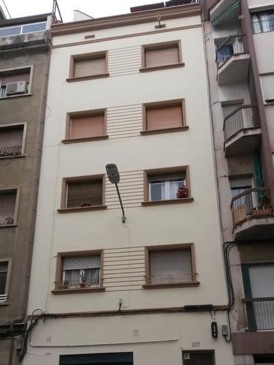Façana al C/. Llançà, nº 107 (Hospitalet de Llobregat)