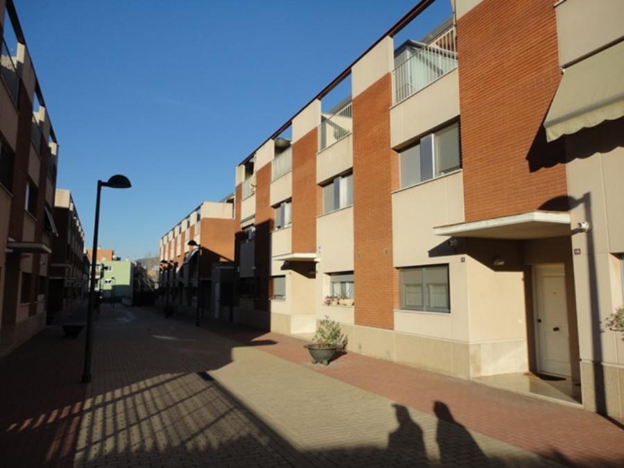 Façanes al C/. Dt. Barraquer, nº 24-58 (Santa Coloma de Cervelló)