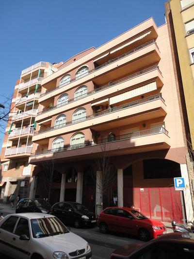 Façanes al C/. Benavent, nº 20 (Barcelona)