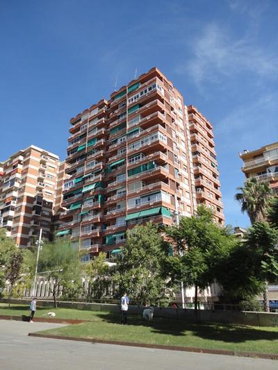 Façanes i terrats a Rambla Badal, nº 98-102 (Barcelona)