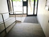 Adecuació de l'accessibilitat el vestíbul de planta baixa de l'edifici del C/ Narcís Monturiol, nº 106 (L'Hospitalet de Llobregat)